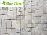 イタリアの白い大理石のモザイク、正方形のCalacattaの金の大理石のモザイク・タイル