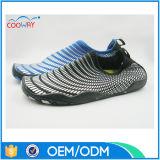 中国の工場最も新しいゴム製水泳は人の水の靴に蹄鉄を打つ