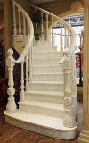 Escadaria natural da madeira contínua do carvalho