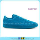 De blauwe het Lopen van de Hemel In het groot Schoenen van Mensen