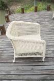 Im Freien runde aus Weiden geflochtene einzelne Arm-Stühle