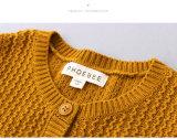 女の子のための100%年の綿の柔らかく黄色い子供の衣服