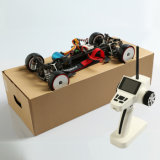 1: Coche de competición eléctrico de 10 RC con el motor aplicado con brocha