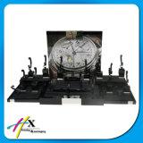 工場価格の黒のテーブルの上の木の腕時計の表示卸売