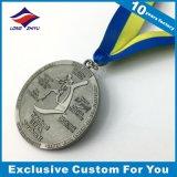 Médaille de souvenir en métal de la Malaisie Merdeka faisant un cycle la médaille creuse argentée antique