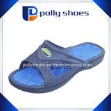 Pattino comodo della spiaggia dell'acquazzone della trasparenza degli uomini del pistone di gomma del sandalo