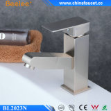 La stanza da bagno spazzolata moderna del nichel di Beeleee estrae il rubinetto del bacino