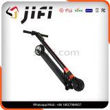 自己バランスの電気スクーター、電気蹴りのスクーター、ハンドルが付いている蹴りのボード