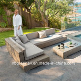 L形の屋外の藤または枝編み細工品の角のソファーの庭の家具