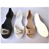 A geléia elegante do PVC das senhoras da praia calç a sandália das mulheres com Rhinestone