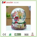 Il natale di vendita caldo di Polyresin perfezionamento il globo della neve della Santa per la decorazione domestica