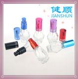 スプレーおよび噴霧器が付いているガラス香水瓶