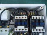 Pannello di controllo della pompa di monofase che ha riservato lo spazio ad installare il condensatore di inizio + il condensatore di esecuzione