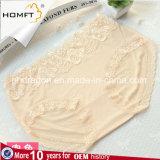 Il colore solido della fibra di bambù Hip di Lacework di menzione alla moda arieggia la biancheria Panty delle signore della biancheria intima delle ragazze