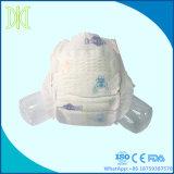 Wegwerfwindel mit grossem elastischem Taillen-Band und ultra dünnem Kern