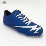 Le sport chausse les chaussures d'intérieur du football pour le gosse des hommes