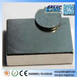 Magneti enormi che tengono i magneti metallo ed i magneti per l'elevatore elettromagnetico