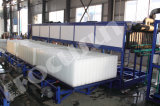 Modèle dans la machine de glace de bloc de conteneur