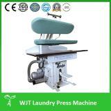 専門家は着せるアイロンをかける機械Univerical (WJT)を押す洗濯に