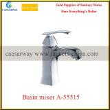 Escolhir o misturador sanitário da água da bacia do banheiro do cromo dos mercadorias do punho