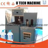 Uma máquina moldando semiautomática do sopro do estiramento das cavidades