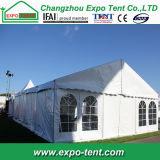 展示会のための展覧会場の大きく白いテント