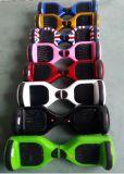 Il motorino elettrico con l'altoparlante LED di Bluetooth illumina il controllo di Romote