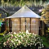 Grande tente extérieure de luxe de fonction pour le mariage décorant des garnitures et des rideaux de toit