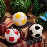 フットボールのファンの球の形の貯金箱の銭箱は魅力のサッカーボールの製陶術を遊ばす