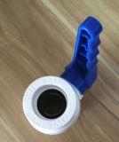 Precio más bajo plástico de la válvula (válvula de bola de cobre en el interior)