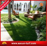실내와 옥외 인공적인 잔디 잔디밭을 정원사 노릇을 하기