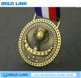 Le médaillon fait sur commande de champion de gagnant de médaille de récompenses de sports ouvre le cadeau