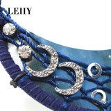 수정같은 아크릴 별 달 원형 공 꿈 캐처 장식 못 귀걸이에 의하여 놓이는 긴 파란 가죽 기털