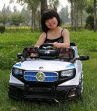 Le modèle à la mode badine le véhicule électrique