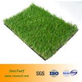Erba artificiale del filato molle chiaro di colore, tappeto erboso sintetico, prato inglese artificiale