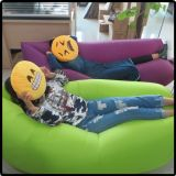 Halloweenの上のナイロンファブリックおよび空気満ちる空気寝袋