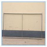 塀の網の高い工場