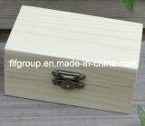 Pequeñas cajas de madera sólidas inacabadas