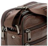 肩メンズショルダー・バッグ上の革人のメッセンジャー袋