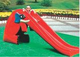 Plástico y abajo la diapositiva de parque de atracciones infantil (M11-09802)