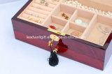 光沢度の高い木の宝石箱