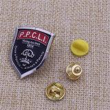カスタム柔らかいエナメルの警察は金属の折りえりPinのバッジに記章を付ける