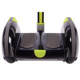 Individu sec de deux de roues chariots de golf équilibrant le scooter électrique d'Unicycle