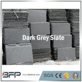 회색 루핑 슬레이트 클래딩은 건축재료를 타일을 붙인다