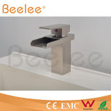Paquet plein Mount Hot et Cold Basin Faucet de Brass Chromed Square Single Handle