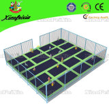 屋外のChildren Luxury Trampoline (1105C)
