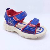 2016の高品質の方法子供のサンダルの男の子のサンダルの子供のサンダルの偶然靴の夏は注入の靴PUのゴムLlightに蹄鉄を打つ