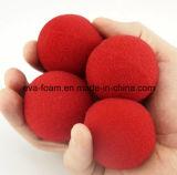 Do truque clássico mágico da comédia da rua do Close-up a esfera vermelha da esponja sustenta a mágica para a esfera de disfarce de Halloween