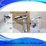 Robinet de bassin de salle de bains de robinets de bassin de cascade à écriture ligne par ligne de salle de bains