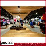 Visualización de gama alta de la venta al por menor de la ropa de deportes, visualizaciones del departamento del desgaste de los deportes